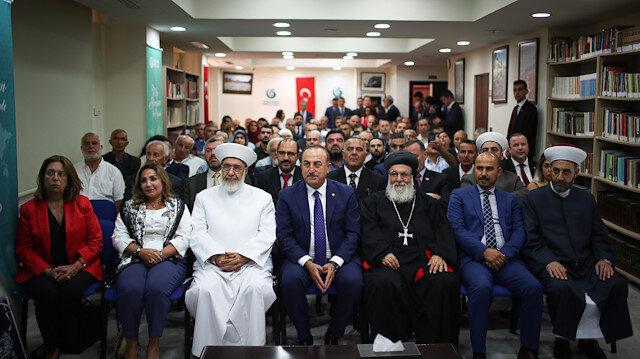 تشاووش أوغلو يلتقي مواطنين أتراك ولبنانيين في بيروت