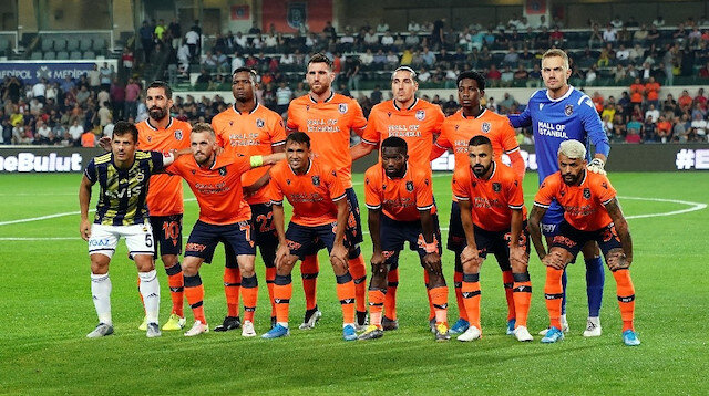 Emre Belözoğlu Başakşehir takım fotoğrafında yer aldı