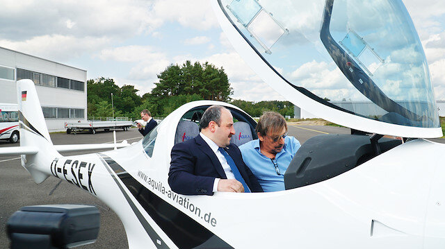 Geçtiğimiz günlerde Sanayi ve Teknoloji Bakanı Mustafa Varank, şirketin Almanya'daki uçak  fabrikasını ziyaret ederek incelemelerde bulundu.