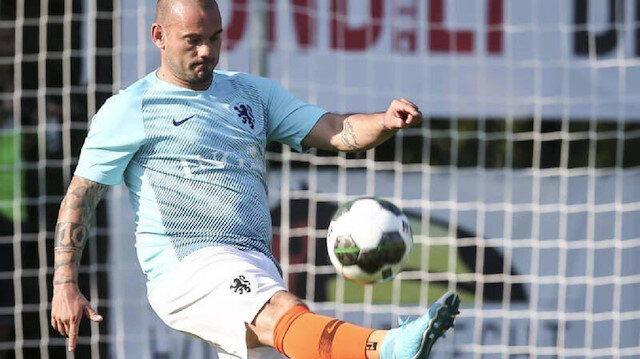 Sneijder görüntüsüyle şaşırttı