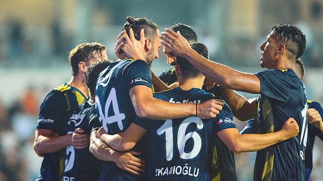 Fenerbahçeli oyuncuların gol sevinci