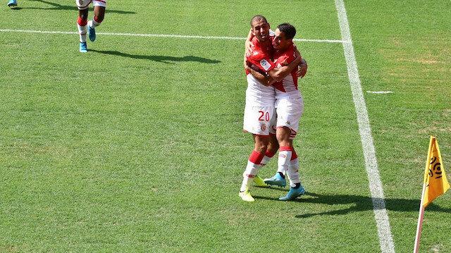 Islam Slimani Monaco'da çıktığı ilk maçta gol attı
