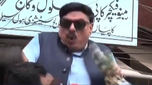 Pakistanlı Bakana canlı yayında elektrik çarptı