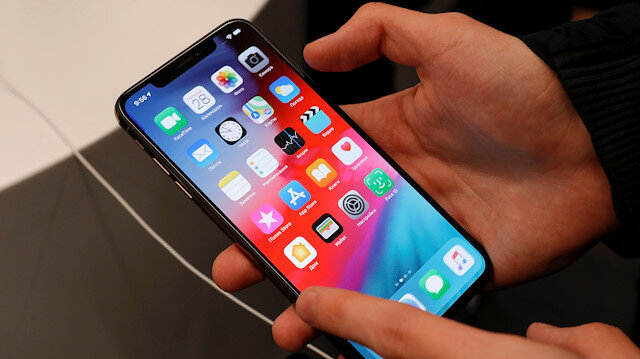 """FILE PHOTO: A customer tests a smartphone during the launch of the new iPhone XS and XS Max sales at """"re:Store"""" Apple reseller shop in Moscow, Russia September 28, 2018. REUTERS/Tatyana Makeyeva -/File Photo"""