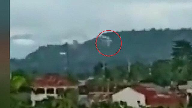 Uçak evlerin üzerine düştü