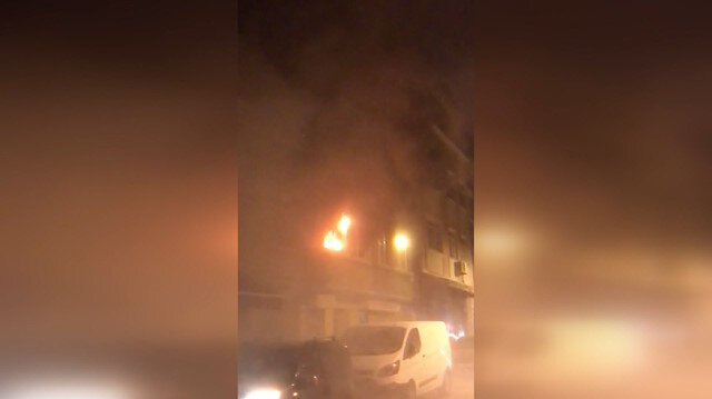 Yangın çıkan binada mahsur kalan 7 kişiyi itfaiye kurtardı
