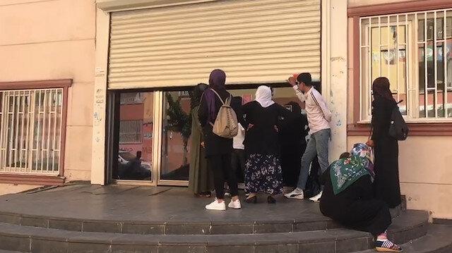 Tepkiler sonucu HDP Diyarbakır İl Binası kepenk indirdi