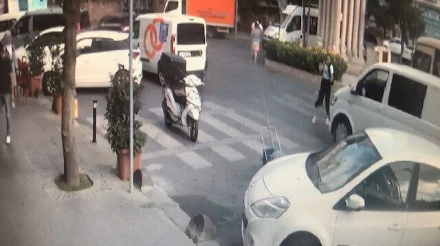 Yaya geçidinden geçen kıza minibüs çarptı