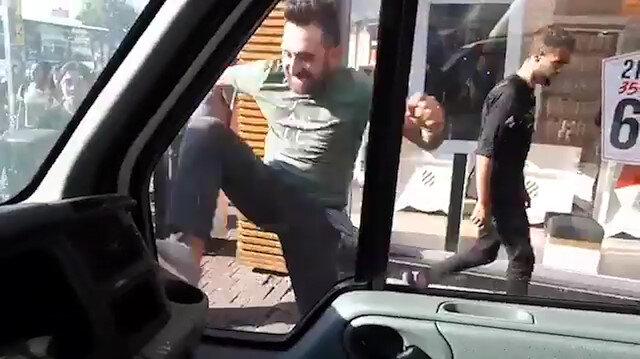 Minibüs şoförünün estirdiği terör kamerada