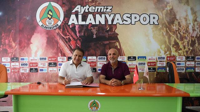 Alanyaspor stadyumun sponsorluk anlaşmasını yeniledi