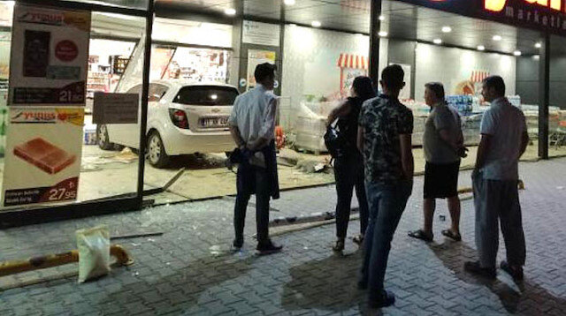 Ankara'da akıl almaz olay: 3 yaşındaki çocuk arabayla markete daldı
