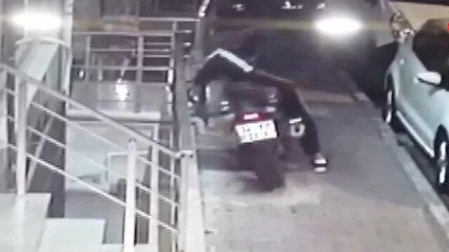 Test ettikleri motosikleti çalan hırsızlar kamerada