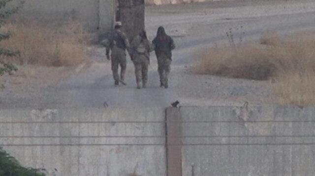 YPGli teröristler sınırda böyle görüntülendi