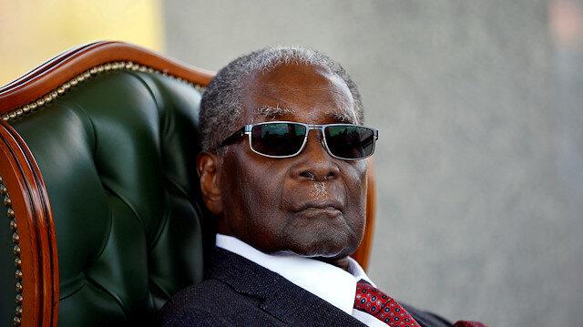 Mugabe ülkesini 37 yıl yönetti.