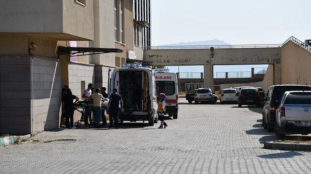 Düzensiz göçmenleri taşıyan minibüs devrildi: 2 ölü 30 yaralı