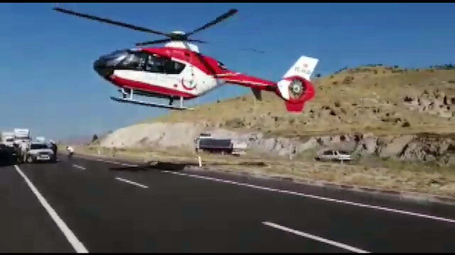 Ambulans helikopter küçük Berre için karayoluna indi