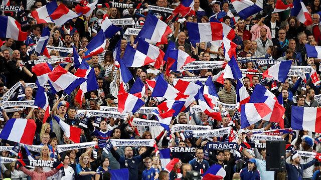 Fransa-Arnavutluk maçında milli marş krizi yaşandı.