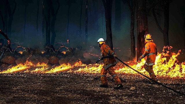 Avustralya'daki yangınlar nedeniyle birçok kişi yaşadıkları bölgelerden tahliye edildi.