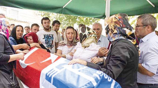 Halit Ayar ise Emirgan Camii'nde düzenlenen törenin ardından son yolculuğuna uğurlandı.