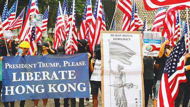 "Hong Kong'ta göstericiler Donald Trump'a  ""Hong Kong'u Özgürleştir"" sloganıyla çağrıda bulundu."