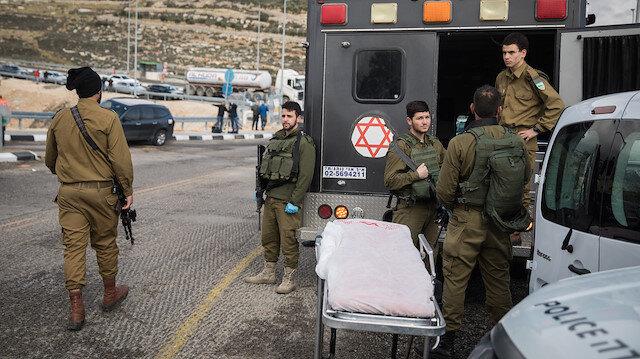 Durumu ağır olan Filistinlinin Ramallah kenti yakınlarındaki bir hastaneye kaldırıldığı ve ameliyata alındığı belirtildi.