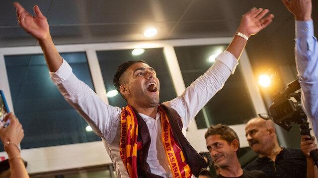 Galatasaray'ın yeni transferi Falcao, sosyal medyanın gündeminde yerini koruyor.