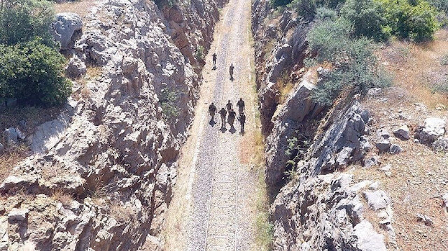 """التحالف الدولي: القوات التركية شاهدت إزالة تحصينات """"ي ب ك"""""""