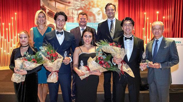 Opera yarışmasına ait galada çekilen toplu fotoğraf.