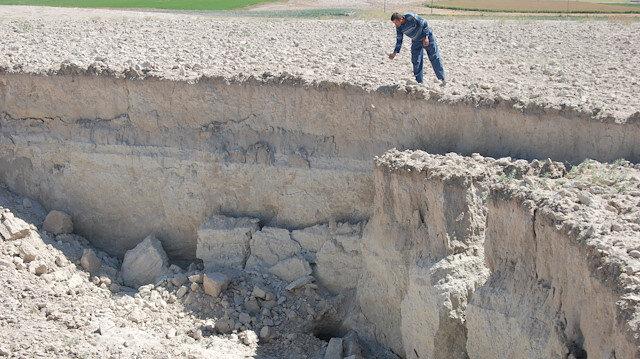 Karapınar'da 30 metre çapında obruk oluştu