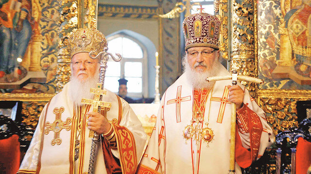 Fener Rum Patriği Bartholomeos (Sol)  - Rus Patriği Kirill (Sağ)
