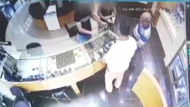 Kuyumcuda hırsızlık kamerada