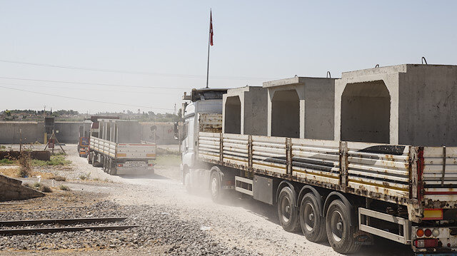 ​Turkey sends concrete blocks to Syria border