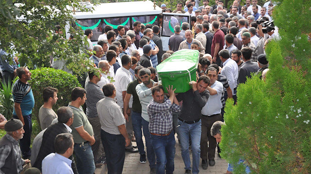 Kazada hayatını kaybeden 6'sı çocuk 10 kişinin cenazesi toprağa verildi.