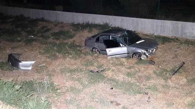 İzmir'de otomobil şarampole devrildi