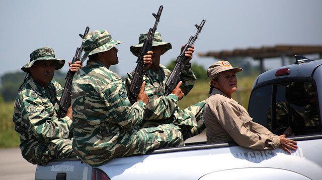 Members of the National Guard and Bolivarian militia take part in a military exercise in Garcia Hevia airport in La Fria, Venezuela September 10, 2019. REUTERS/Carlos Eduardo Ramirez