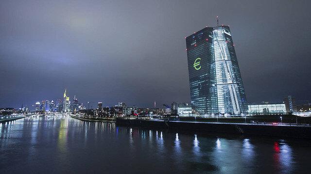 ECB faizi 10 baz puan düşürerek yüzde eksi 0.50'ye indirdi