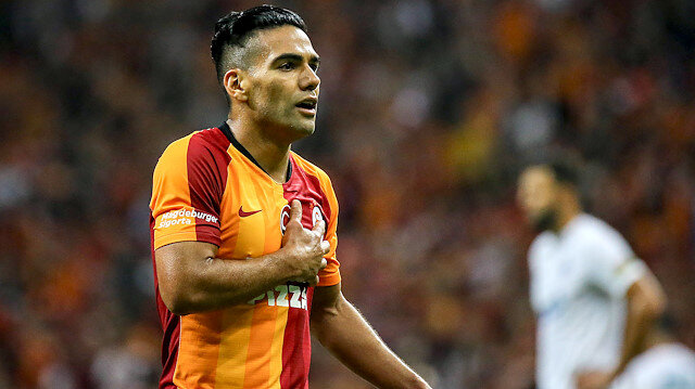 Galatasaray'ın yeni transferi Falcao, sarı kırmızılı forma altında çıktığı ilk resmi maçta takımını öne geçiren golü attı