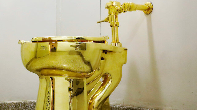 UK: Gold toilet stolen from Blenheim Palace