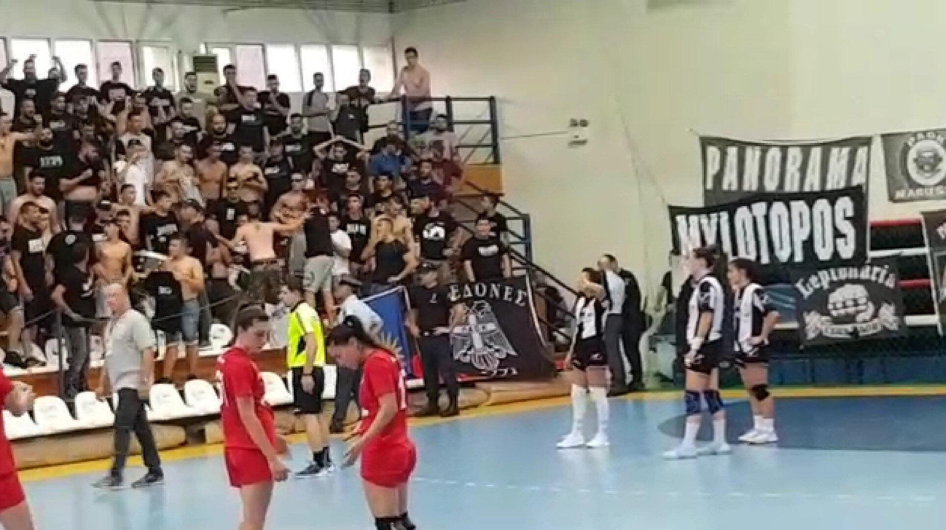 PAOK'lu holiganların taşkınlıkları maçın önüne geçti.