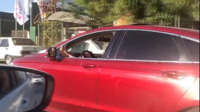 Ayağını camdan çıkararak makas atan sürücü yakalandı