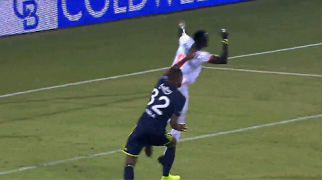 Alanyaspor-Fenerbahçe maçında tartışmalı iki penaltı pozisyonu