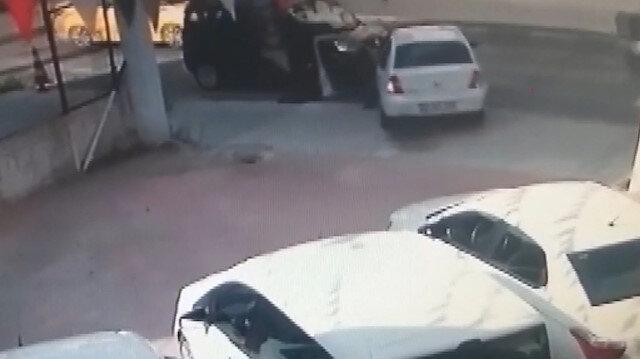 Galeride beğendiği araçla yanlışlıkla gaza basınca kaza yaptı