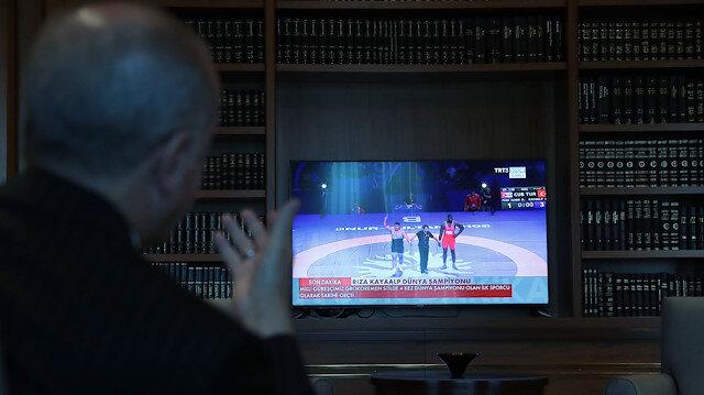 Erdoğan Rıza Kayaalp'in müsabakasını saniye saniye takip etti
