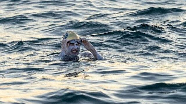 Hiç durmadan 209 km yüzdü