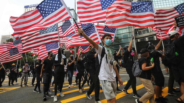 Hong Kongda tarihin en ilginç anti-emperyalist protestosu