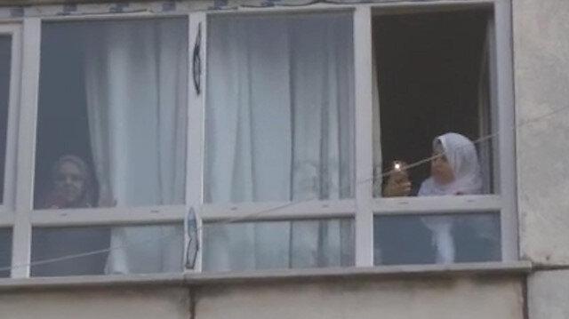 Duman saran binalarının içinde telefonla etrafı çektiler
