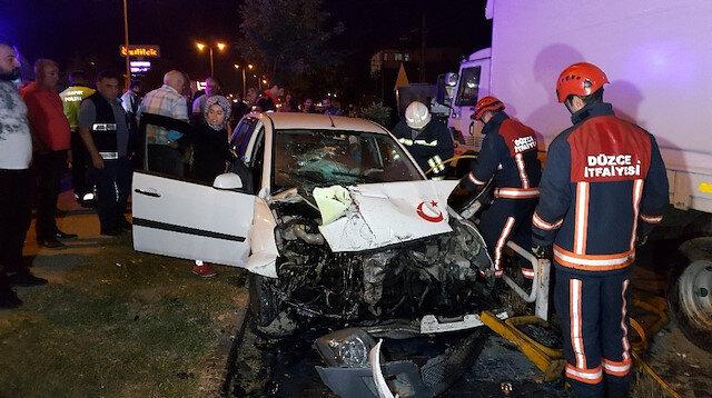 Kaza sonrası araç içinde can pazarı