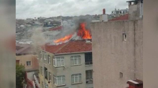 5 katlı binanın çatısı alev alev yandı
