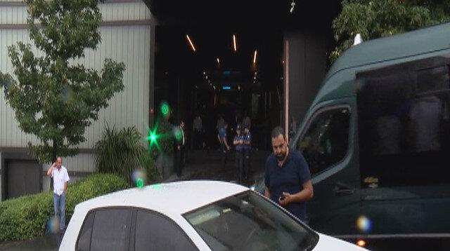 AVM'de güvenlik görevlilerine bıçaklı saldırı