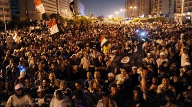 Darbeci Sisiye karşı yüz binler tek yürek oldu